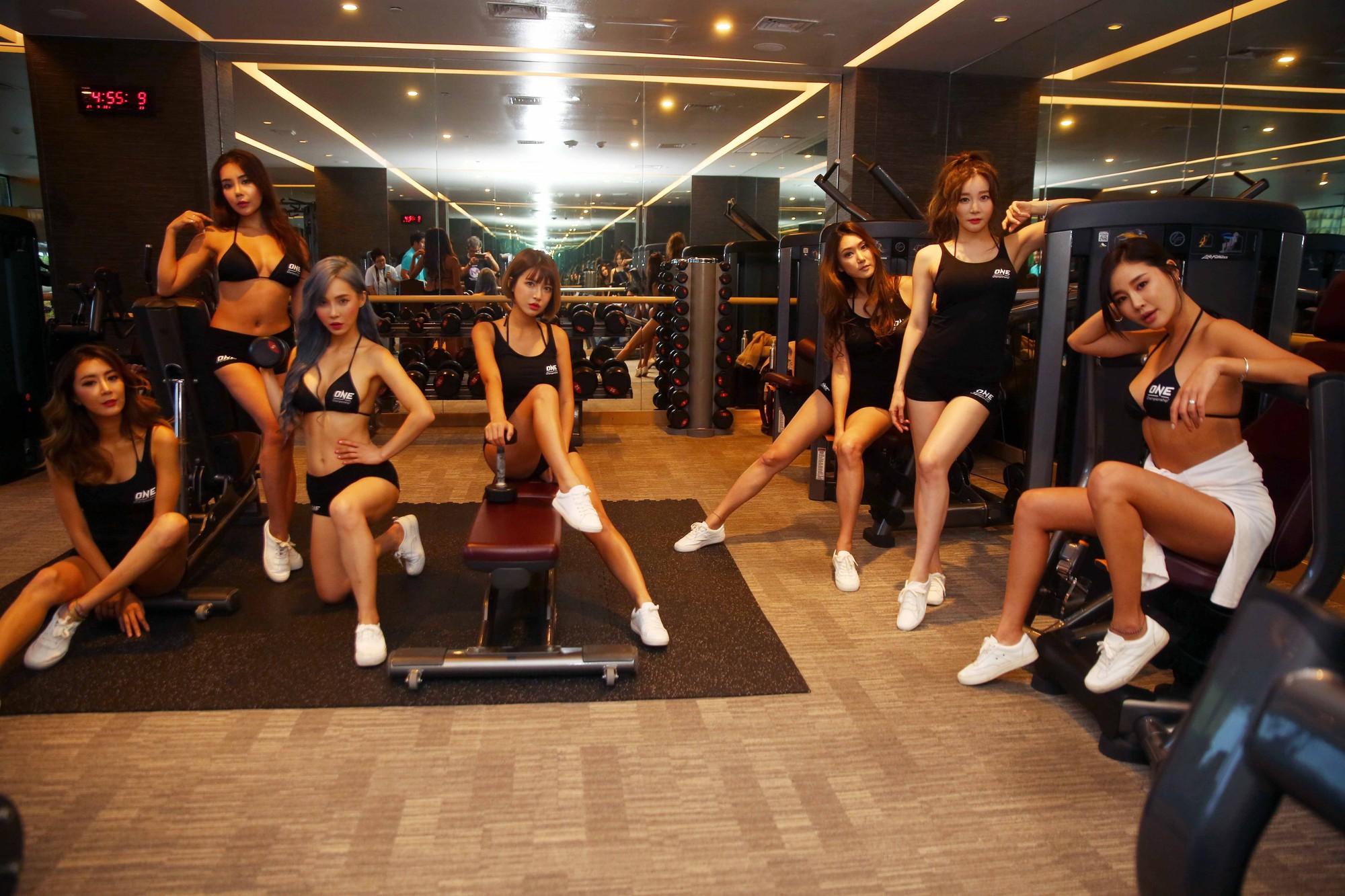 Ảnh các cô gái ở phòng gym