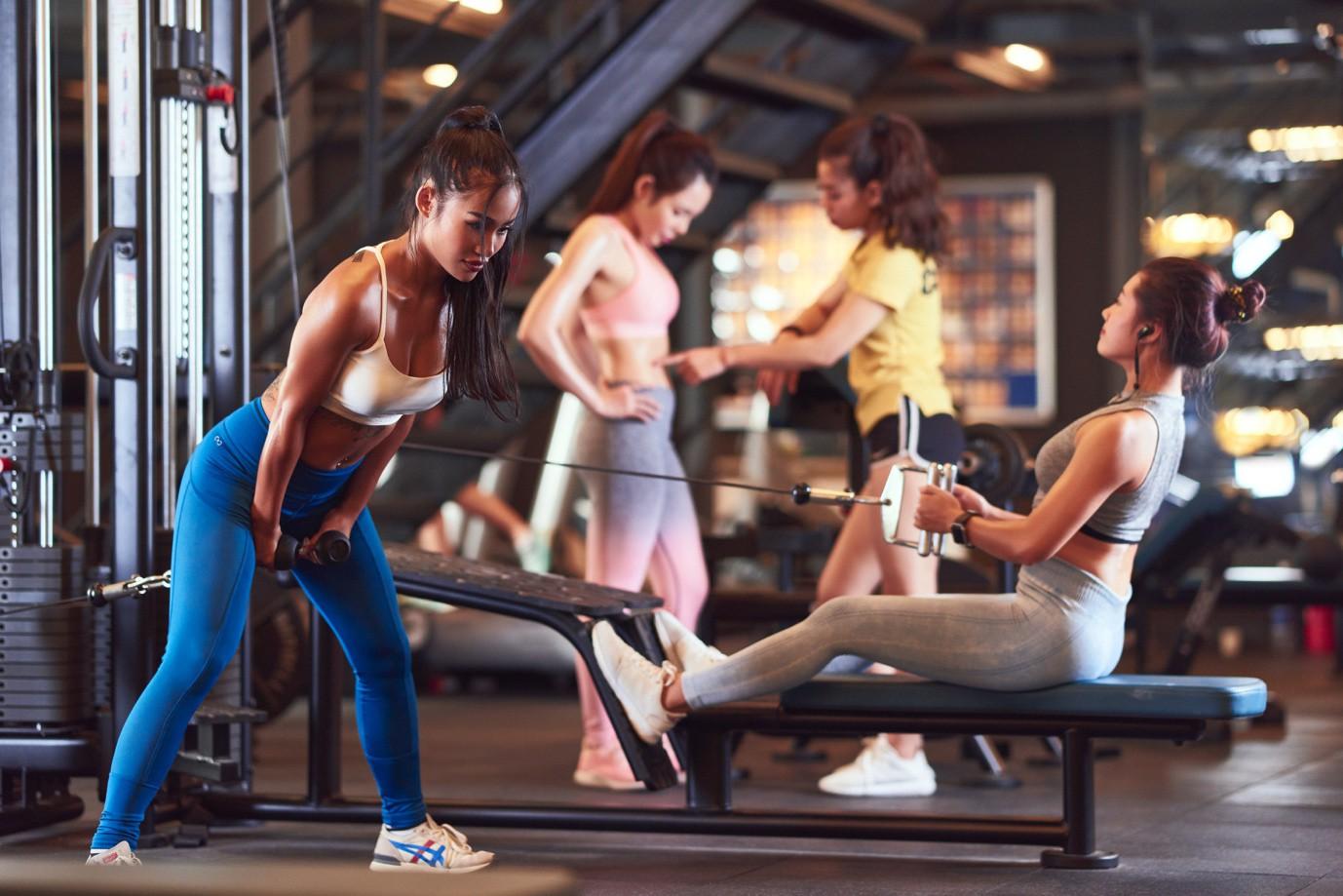 Ảnh nữ tập gym