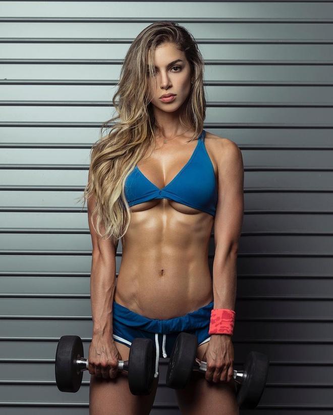 Hình hot girl phòng gym