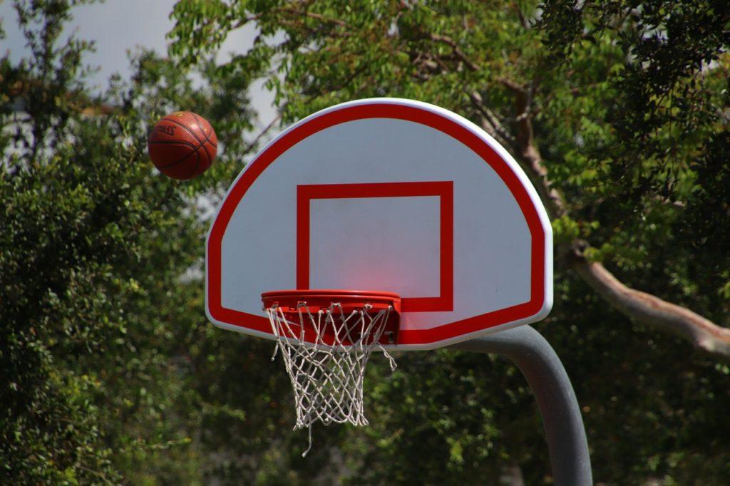 Ảnh cưới cặp đôi yêu bóng rổ