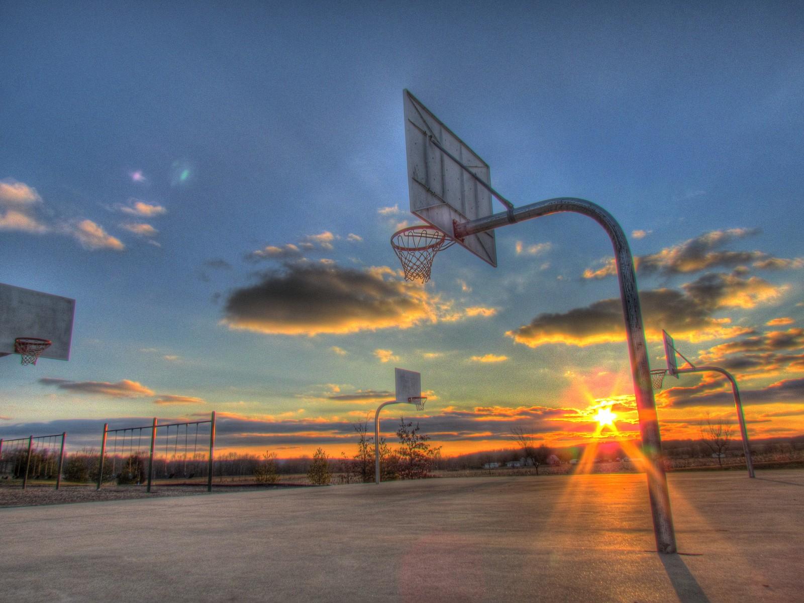Ảnh sân bóng rổ nhìn thẳng từ trên cao