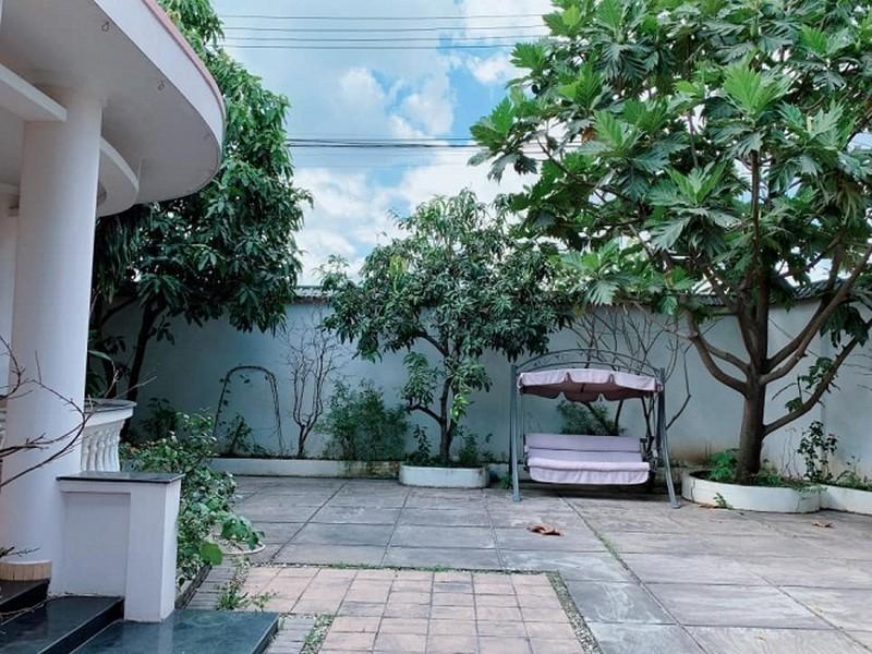 Ảnh vườn rợp bóng cây xanh