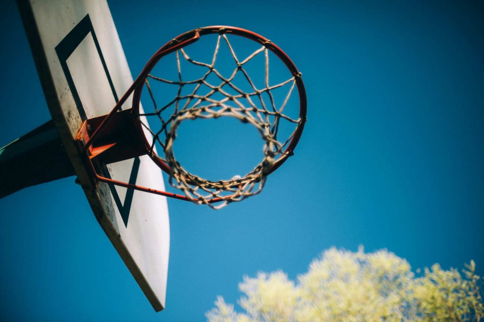 Hình ảnh bóng rổ chiều hoàng hôn
