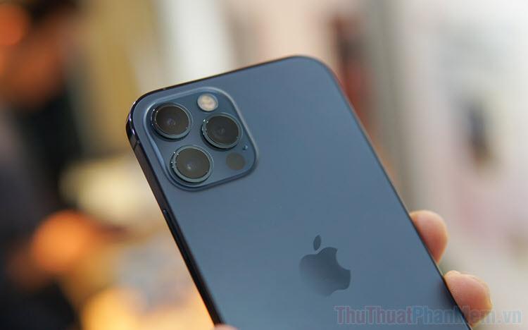 Cách bật tính năng tự động đổi hình nền iPhone, iPad khi chạm vào mặt lưng