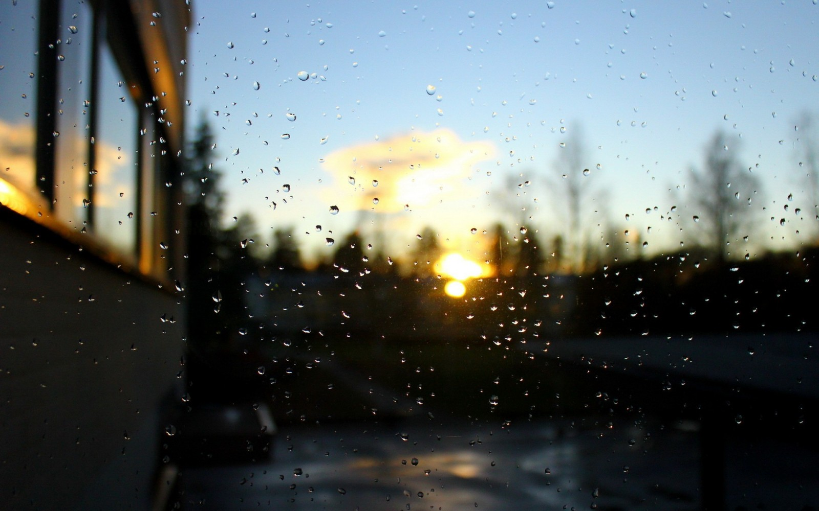 Background mưa bóng mây