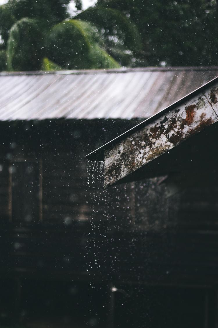 Background mưa trên mái nhà
