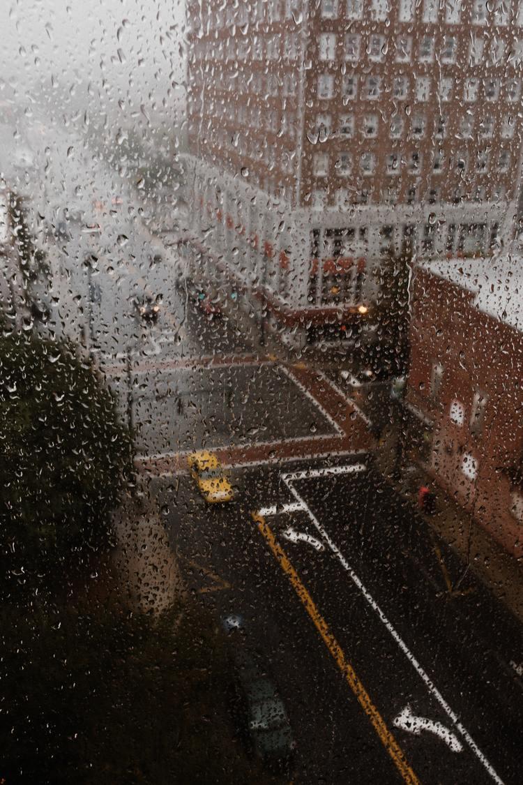 Background thành phố mưa