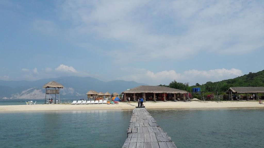Hình ảnh cầu gỗ trên đảo Điệp Sơn