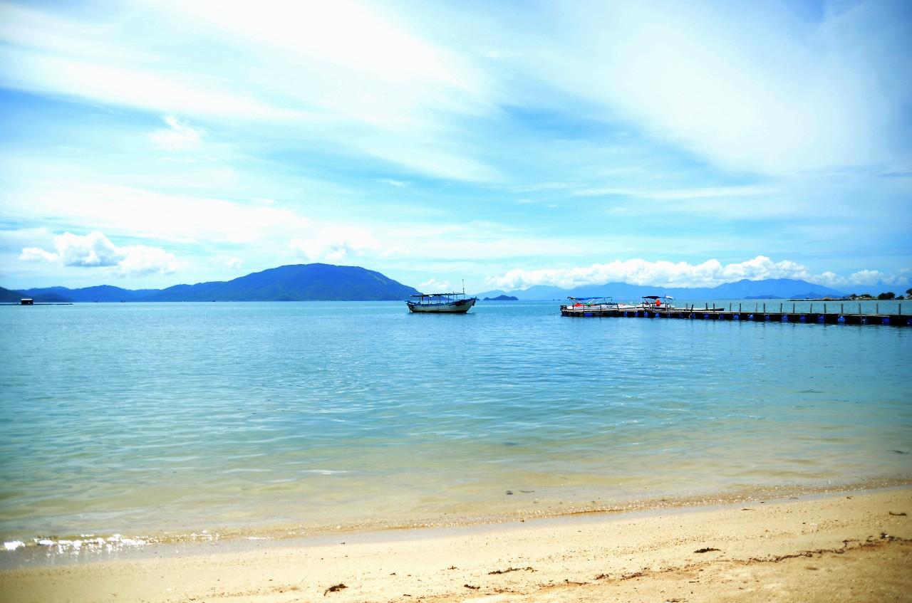 Hình ảnh đảo Điệp Sơn sóng vỗ