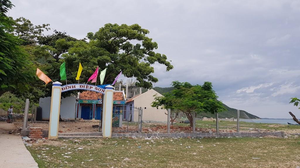 Hình ảnh đình trên đảo Điệp Sơn